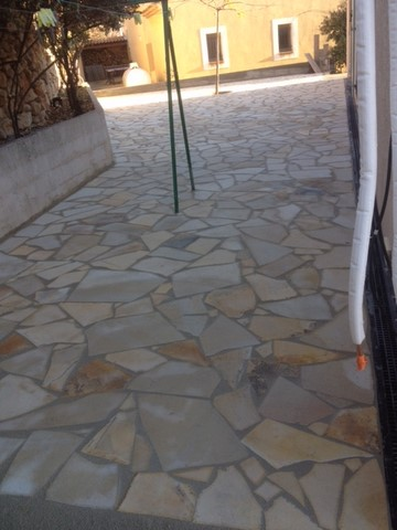 Terrasse en pierres naturelles à Ensuès APRES