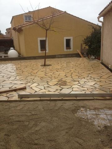 Terrasse en pierres naturelles à Ensuès TRAVAUX