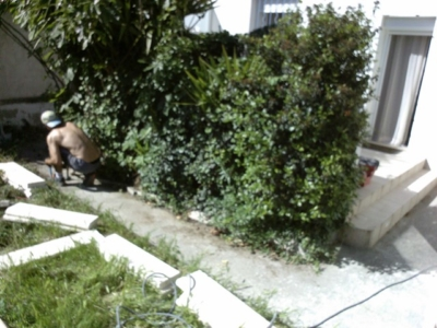 Relooking terrasse et jardin à Istres AVANT